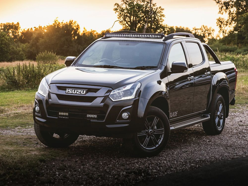 Isuzu D-Max Roof Mounting Kit (with Roof Rails)